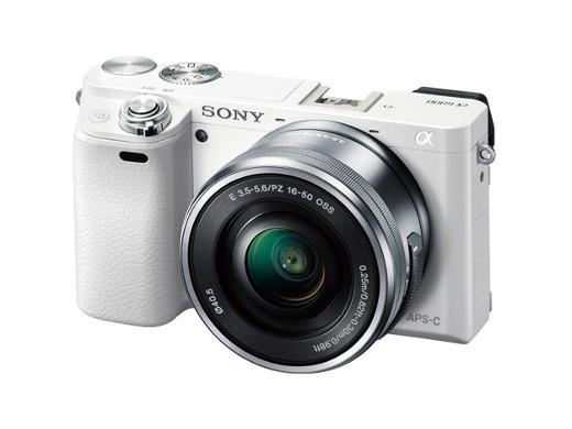 SONY はじける笑顔、瞬間キャッチ。高速AFと高画質を両立した小型・軽量デジタル一眼カメラ